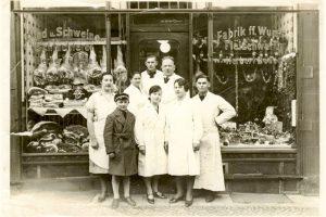 Am 01. Februar  1952 gründete Johannes Joppe die Fleischerei und legte den Grundstein für eine Familienerfolgsgeschicht